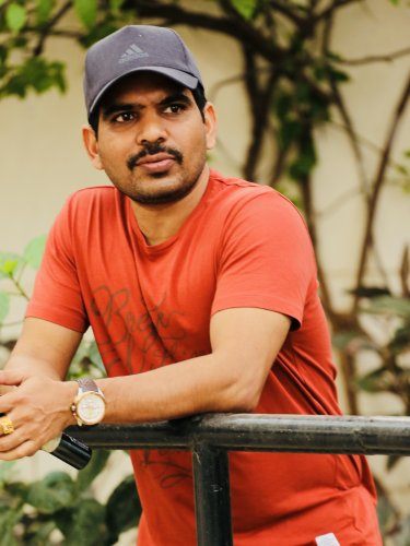 G V R Vasu met Shivarajkumar on the sets of 'Killing Veerappan'.