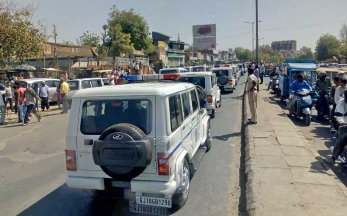 Police vehicles in the roadshow of BJP's Gandhinagar candidate Amit Shah. (DH Photo)