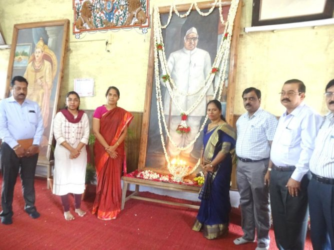 Dignitaries pay tributes to former deputy prime minister Dr Babu Jagjivan Ram, at his 112th birth anniversary programme in Old Fort Hall in Madikeri, on Friday.