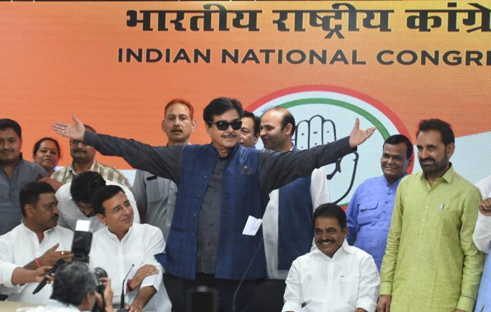 Actor and MP Shatrughan Sinha getures while joining the Congress party, at AICC headquarters in New Delhi, Saturday, April 6, 2019. (PTI Photo)