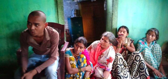 The family members of Dhananjay Nawate, the farmer from Pandharkawada, who ended his life near Pandharkawada. Photo: Mrityunjay Bose