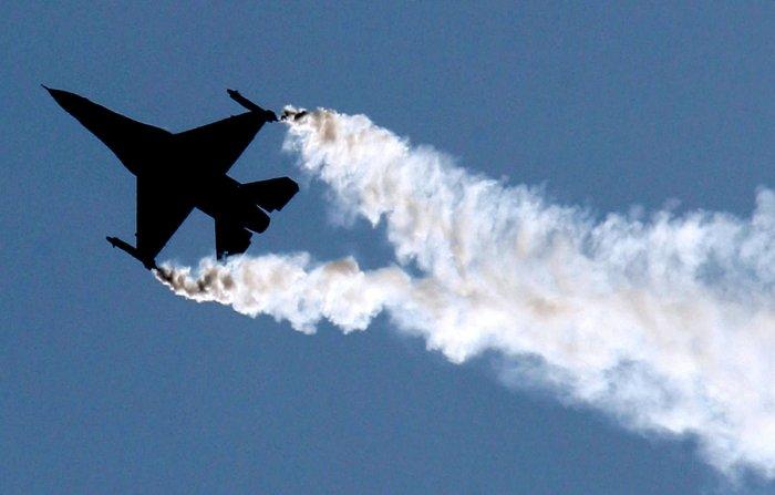 FILE PHOTO: A US Lockheed Martin F-16. Reuters