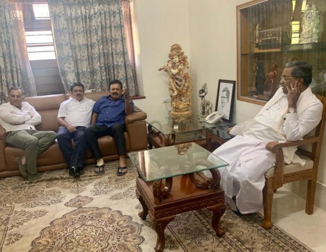 Siddaramaiah with senior Congress leaders