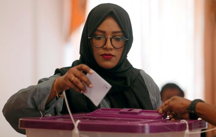 A Maldivian living in Sri Lanka casts her vote during the Maldives parliamentary election day at the Maldives embassy in Colombo, Sri Lanka on April 6, 2019. REUTERS