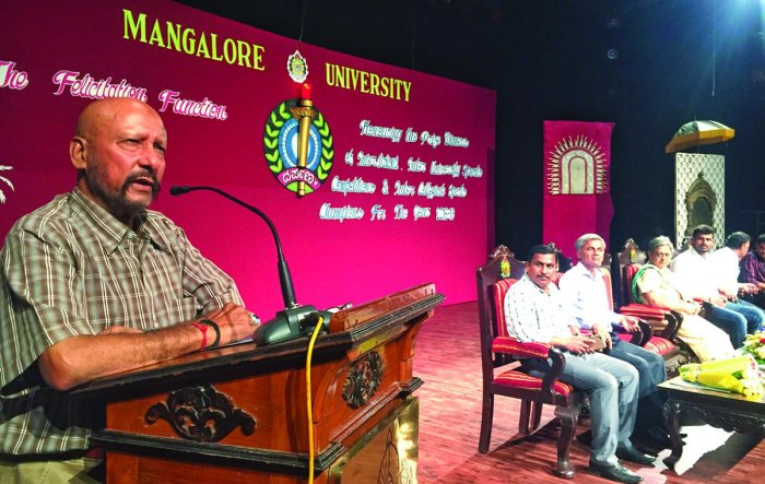 Former cricketer Syed Kirmani speaks after inaugurating 'Darpana' at Mangalore University on Monday.
