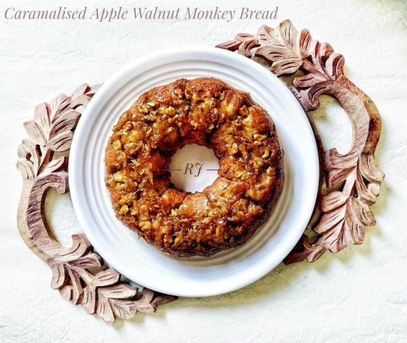 Caramelized Apple Walnut Monkey Bread