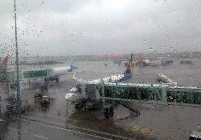 Rain pounds Kolkata, flight services hit