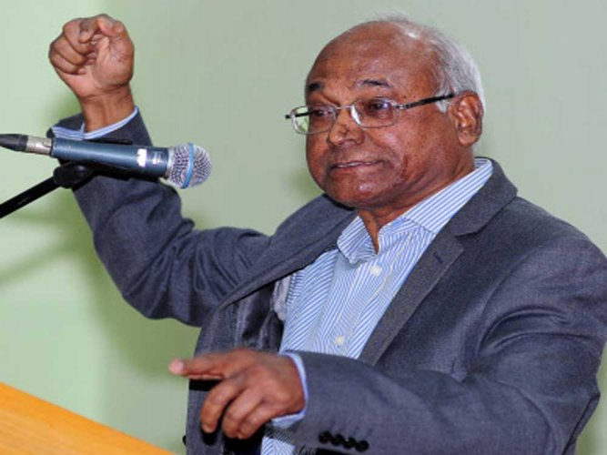 Kancha Ilaiah under house arrest, cannot travel to Vijayawada to address meet