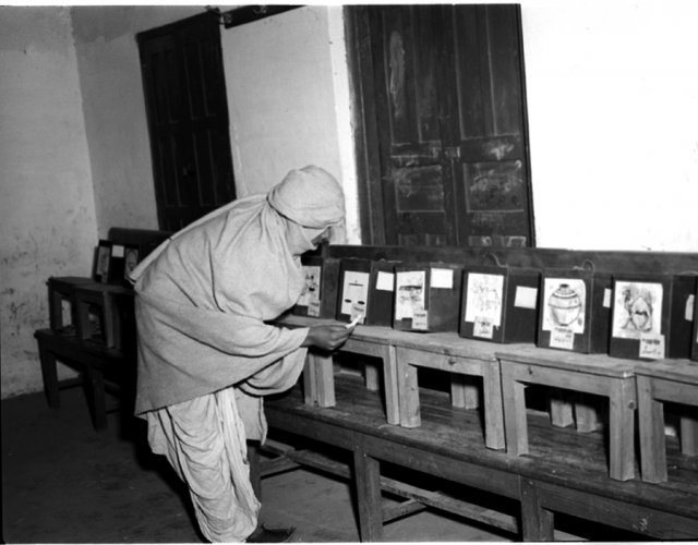 Ballot boxes in the 1952 election. Picture credit: commons.wikimedia.org