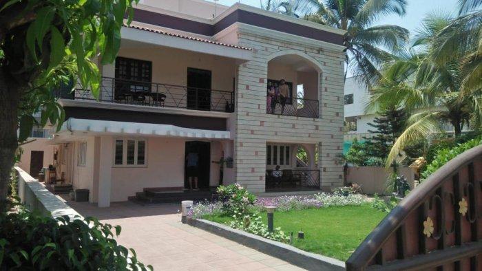 The residence of contractor Prakash Wantamutti was raided at Indira Nagar in Chikkodi taluk, Belagavi district, on Wednesday. DH Photo