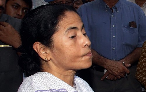 Trinamool accuses Pranab of trying to break party