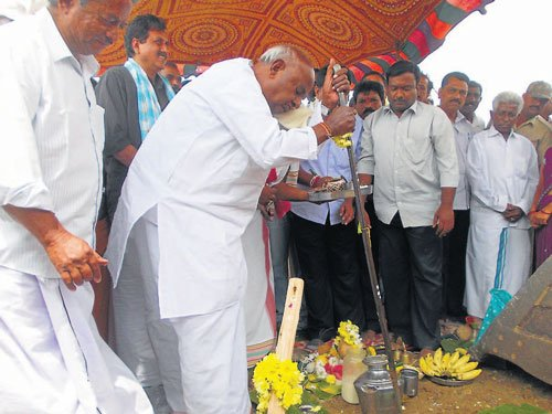 Deve Gowda stresses on Third Front in LS polls