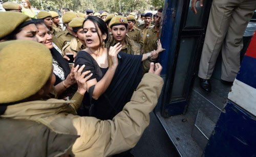 V-Day: Protesters detained, Hindu Mahasabha says married off couples