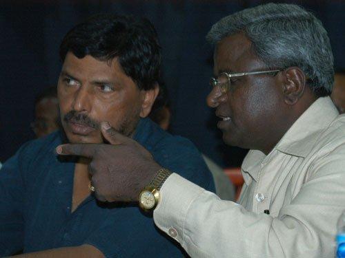 Athawale warns of 'jail bharo' agitation over beef ban