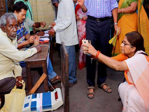 BJP leader Roopa Ganguly pushes Trinamool worker, complaint lodged