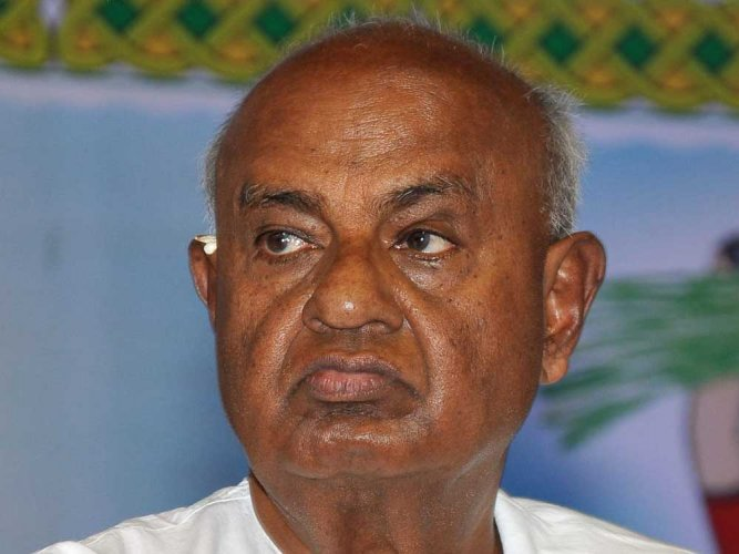 JD(S) supremo H D Deve Gowda, who will turn 85 on Friday, left for Tirupati with his wife Channamma on Thursday. DH file photo