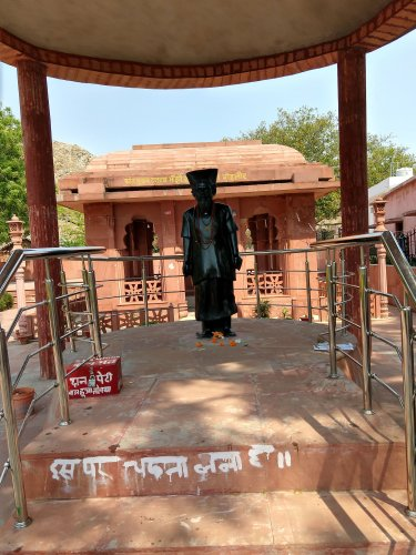 Memorial of Dashrath Manjhi where he is worshipped like a god.