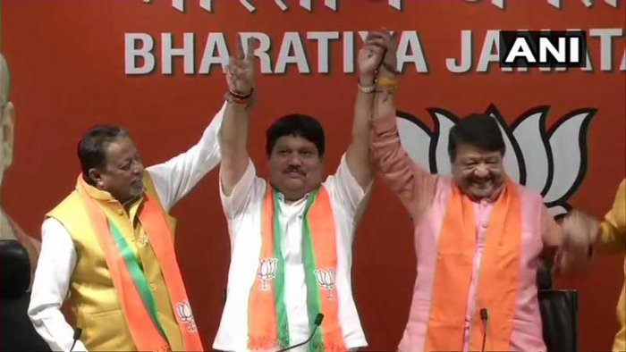 Singh joined the BJP in the presence of party general secretary Kailash Vijayvargiya and West Bengal BJP leader Mukul Roy. (Image courtesy ANI/Twitter)