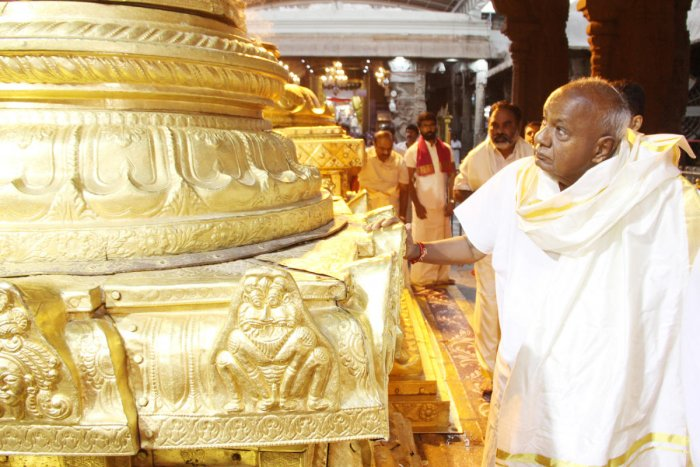 Former Prime Minister H D Deve Gowda, who turned 86 on Friday, offers prayers in Tirumala, Andhra Pradesh.