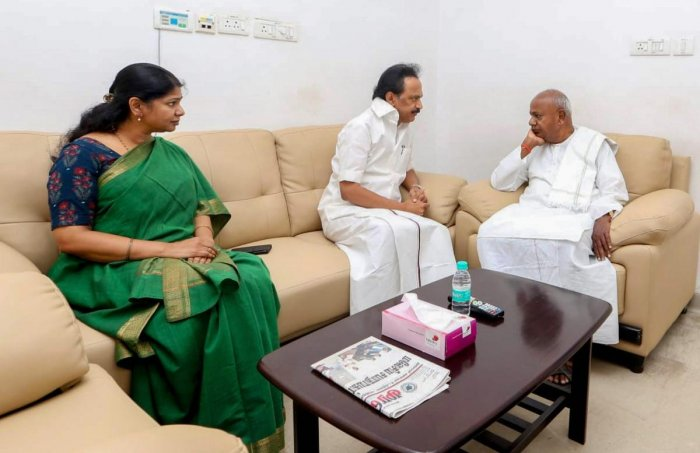 Chennai: Former prime minister HD Deve Gowda meets DMK leaders MK Stalin and Kanimozhi in a hospital where their father and party chief M Karunanidhi, who is being treated for fever due to urinary tract infection, in Chennai, on Friday, Aug 3, 2018. (PTI