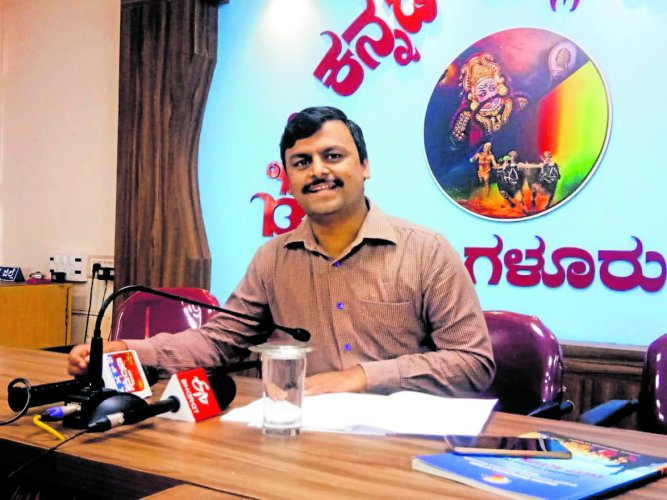 Sveep Committee Chairman and Zilla Panchayat Chief Executive Officer Selvamani R speaks to mediapersons in Mangaluru on Friday.