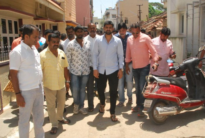 JD(S)-Congress candidate Prajwal Revanna campaigns in Hassan on Saturday. (DH Photo)