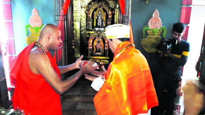 BJP candidate Nalin Kumar Kateel seeks blessings of Karinje Muktananda Swami at the Karinje temple.