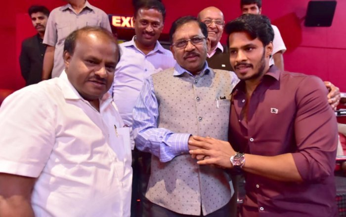 Even as Nikhil, son of Chief Minister H D Kumaraswamy, was preparing the ground for a smooth election, a shrill demand arose from the fans of Ambareesh. Now, it is growing into a movement in favour of Sumalatha. (DH File Photo)