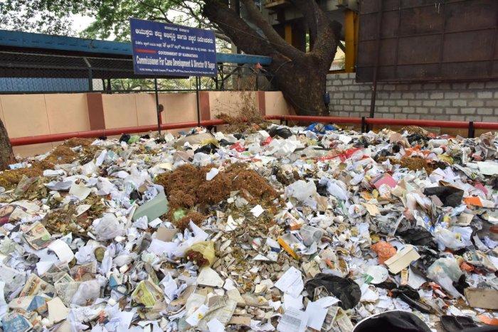 Huge garbage uncleared at Kaveri Bhavan in Bengaluru on Friday, March 29, 2019. DH photo by Janardhan B K