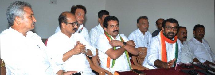 N A Haris, MLA of Shantinagar, Bengaluru, addresses a press conference in Madikeri on Thursday. DH PHOTO