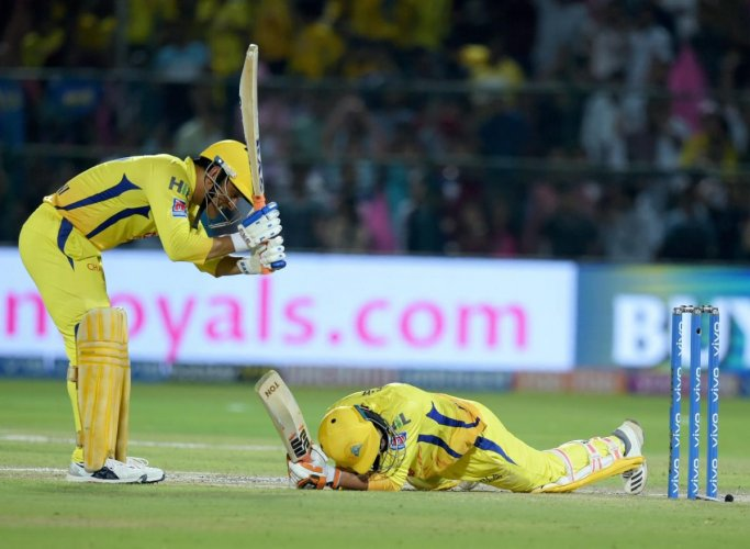 UNBELIEVABLE: CSK skipper MS Dhoni (left) appreciates Ravindra Jadeja's incredible six in the final over against Rajasthan Royals. Jadeja clubbed Ben Stokes before falling down flat on his belly but the ball still sailed over for six. PTI