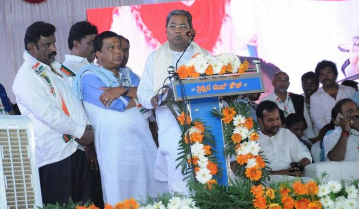 Congress Legislature Party leader Siddaramaiah addresses a joint campaign rally for coalition nominee from Mandya Nikhil Kumaraswamy in Nagamangala on Friday. DH PHOTO