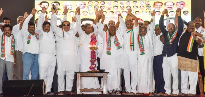 JD(S)-Congress leaders show unity, during an election campaign, at Maharaja's College grounds in Mysuru on Friday. dh photo