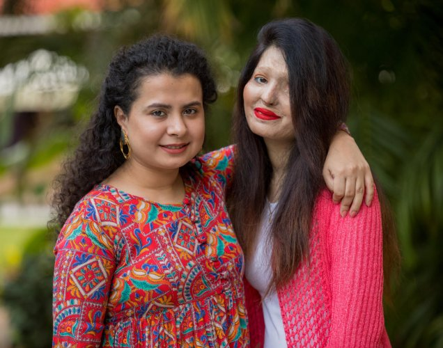 Author Tania Singh and acid attack victim Reshma Qureshi at a interactive session organised by Prabha Kaitan Foundation at Taj West End in Bengaluruon Friday.DH Photo/Sudheesha K G