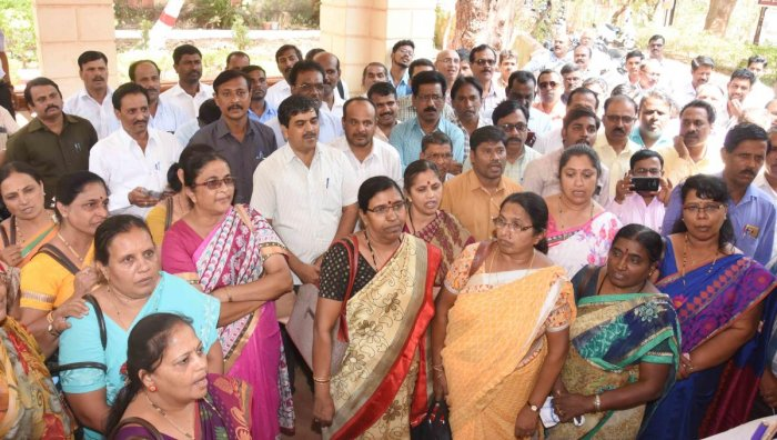 Teachers from aided schools stage a protest demanding release of their pending wages in front of the office of Deputy Director, Department of Education, in Dharwad, in March, 2019. DH photo