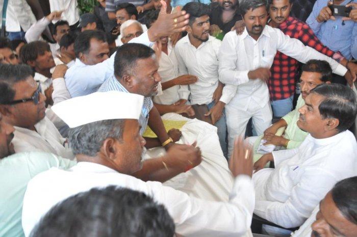 The commotion at the press meet of Muddebihal MLA A S Patil Nadahalli, in Vijayapura on Saturday. DH Photo