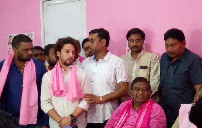 Former members of NSUI Chhattisgarh joining Ajit Jogi's party.