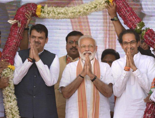 Prime Minister Narendra Modi, Shiv Sena chief Uddhav Thackeray and Maharashtra CM Devendra Fadanvis (L) at an election campaign rally in support of alliance candidates at Ausa in Latur district, Maharashtra, Tuesday, April 9, 2019. (PTI Photo)