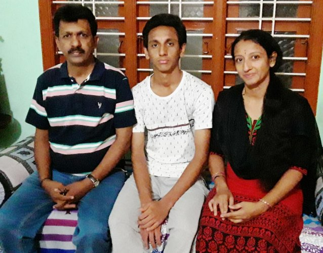 Akash Rao with his father G Gopalakrishna Rao and mother Nagarathnamani.