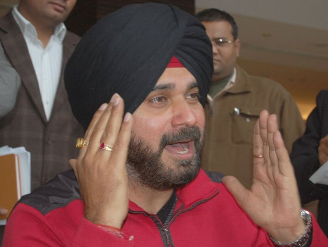 Navjot Singh Sidhu exhorted Muslims in Bihar to unite and vote for the Congress
