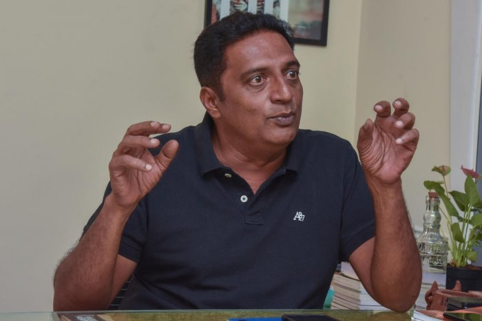 Bangalore Central candidate and actor Prakash Raj. DH file photo