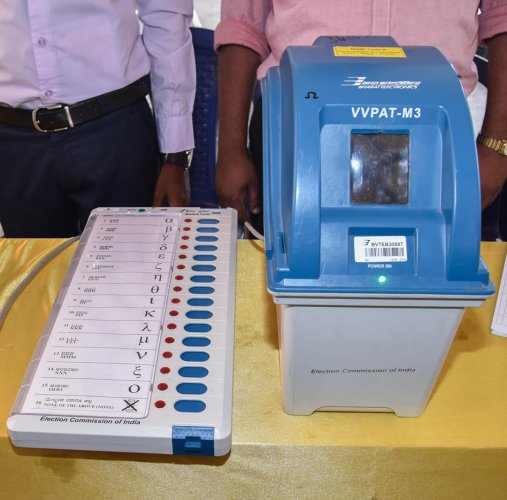 This is what your electronic voting machine looks like. It works with a paper audit system (right). photo by S K Dinesh
