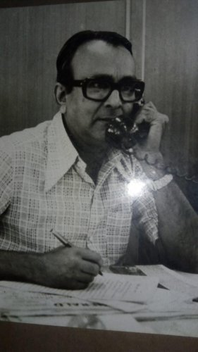 R Seshadri in the newsroom
