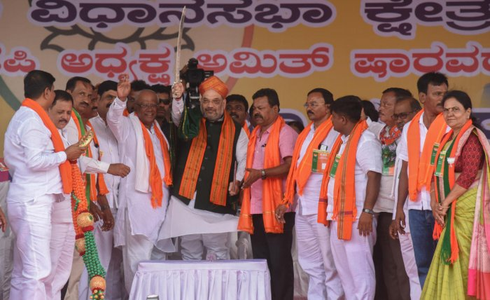 BJP national president Amit Shah is gifted a sword during the BJP rally in Honnali on Tuesday. Davangere Lok Sabha constituency candidate G M Siddeshwar is seen. DH Photo/Anup R Thippeswamy