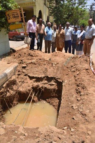 Residents of Bhuvanagiri, Banaswadi, show the contaminated Cauvery water. DH PHOTO/JANARDHAN B K