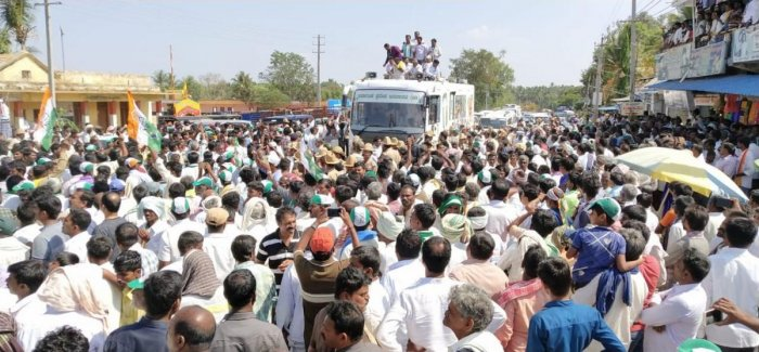 Chief Minister H D Kumaraswamy holds a road show in Basasralu village of Mandya district on Tuesday. DH Photo/Yogesh M N