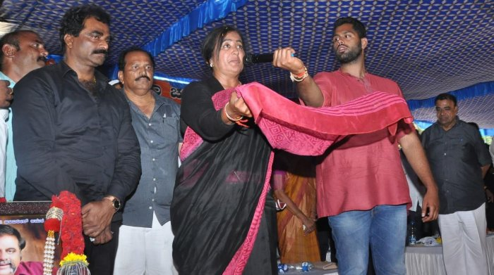Independent candidate Sumalatha speaks at the convention. DH photo