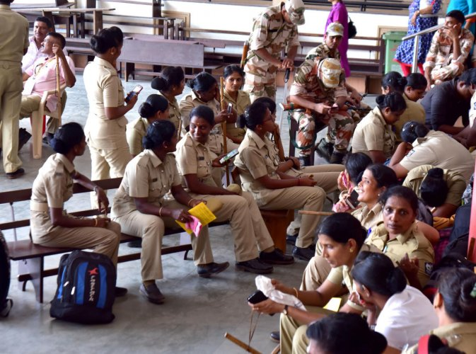 Police personnel and paramilitary personnel at mustering centre at Canara College, Mangaluru, on Wednesday.