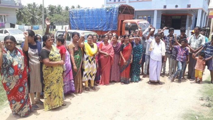 Residents of Hosa Badavane stage a protest and warn of boycotting the polls on Thursday in Maddur taluk, Mandya district.
