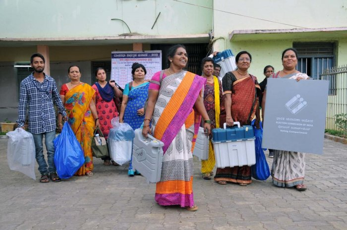 The polling personnel leave with the ballot unit and control unit from the mustering centre in Chikkamagaluru.